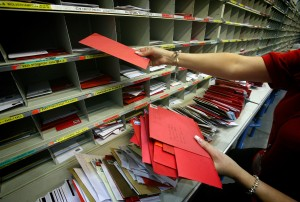 Post Office Processes Final Mail For Xmas Deadline
